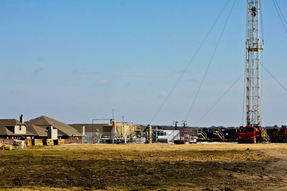 Fracking rig near homes in Denton, Texas