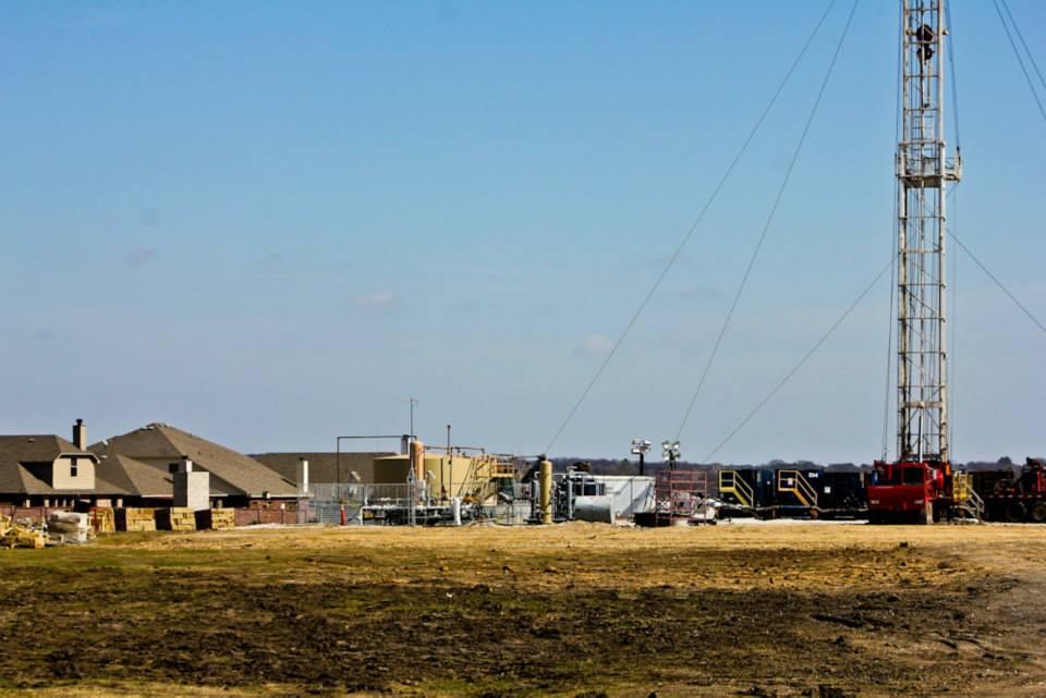 Fracking rig near homes in Denton, Texas
